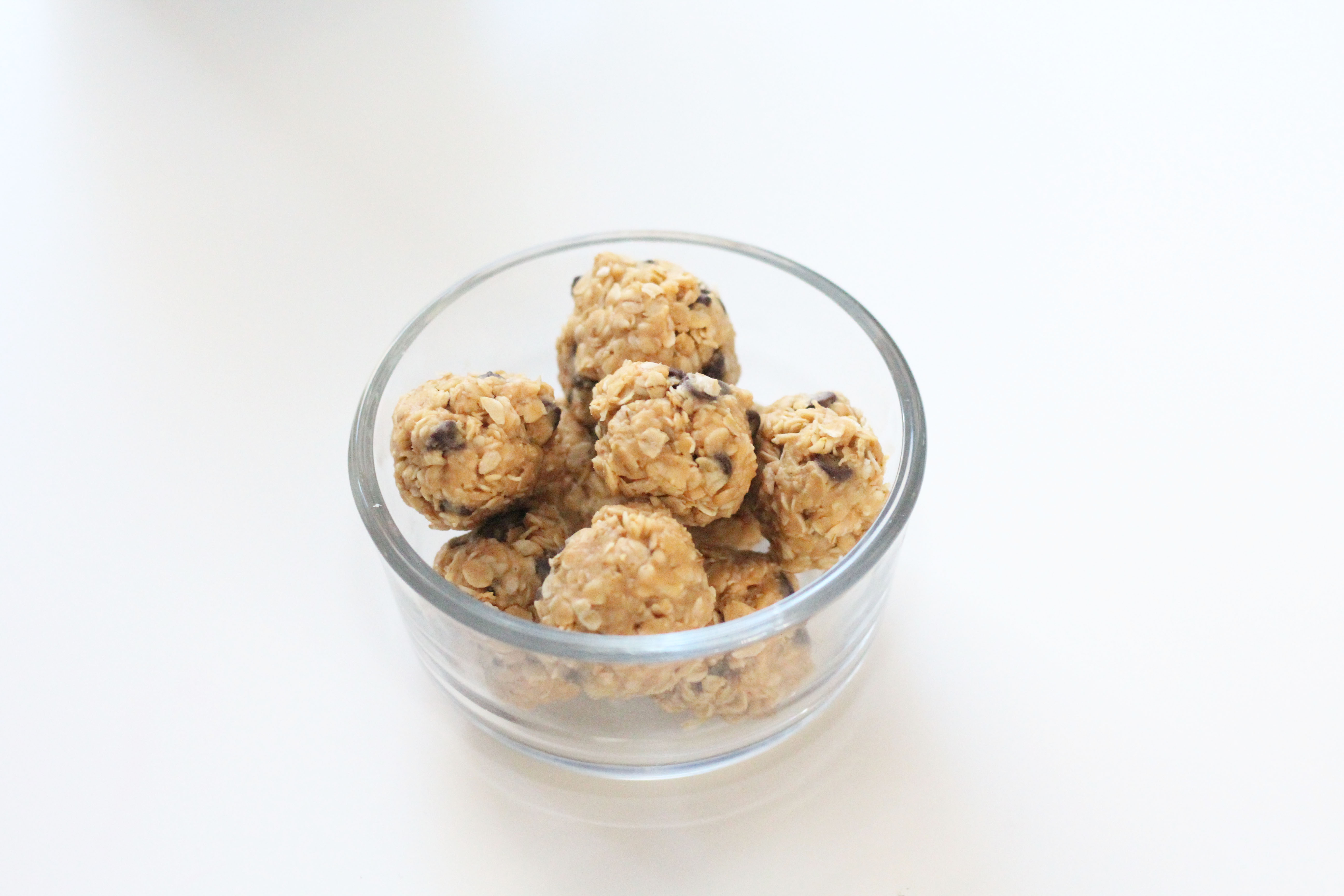 Easy energy bites for busy moms. A quick + healthy snack for moms! momlifemusthaves.com