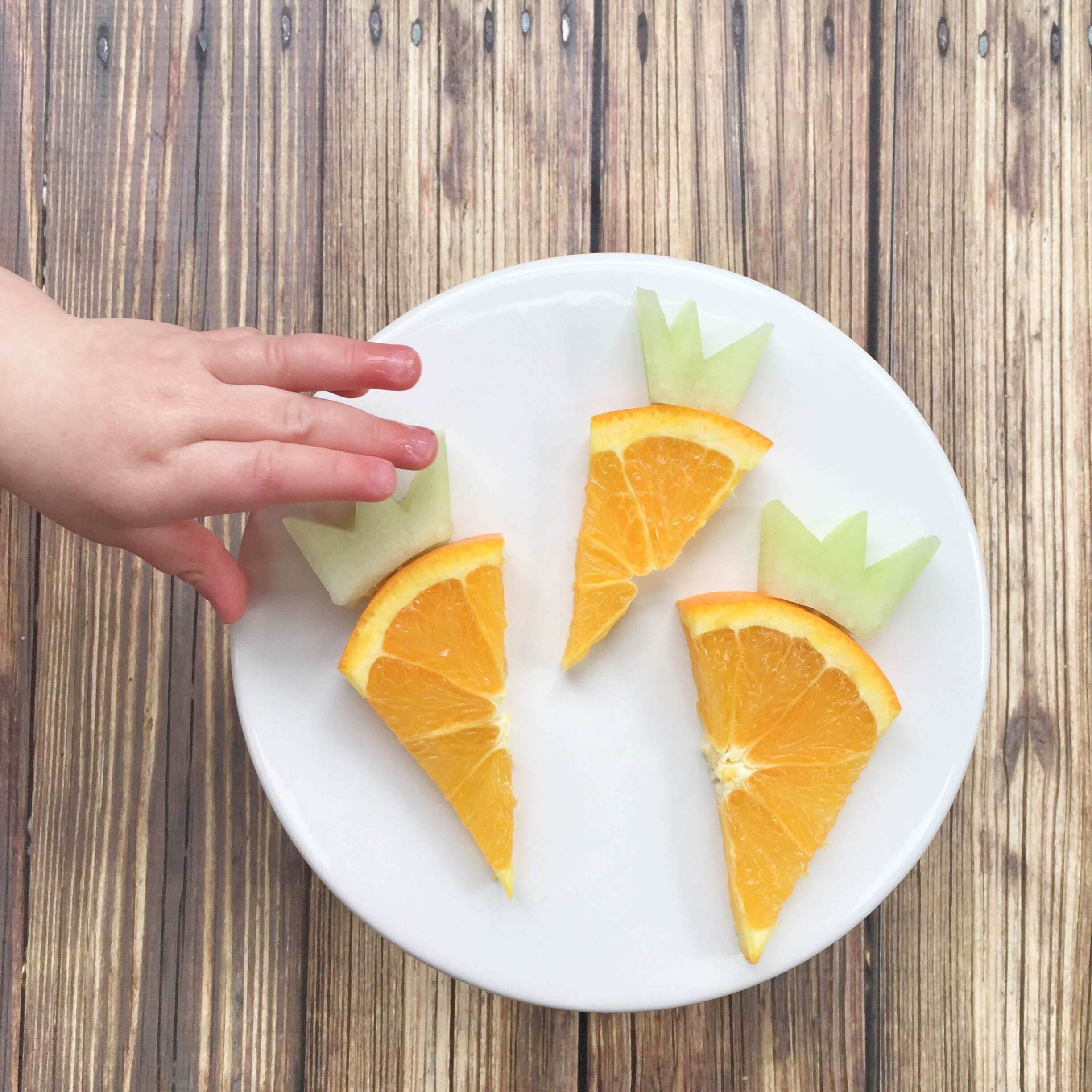 Easter Carrot Fruit Snacks @ Mom Life Must Haves - candy free Easter treats!