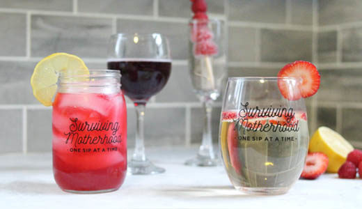 Valentine's Day cocktail and mocktail recipes. Drinks + spritzers for Galentine's Day, with free printable wine tags for Valentine's Day! www.momlifemusthaves.com